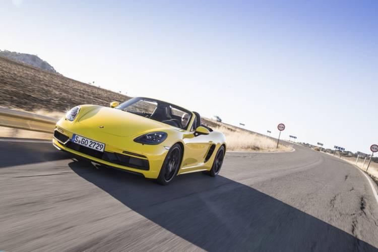 Weltpremiere für vier Sportwagen