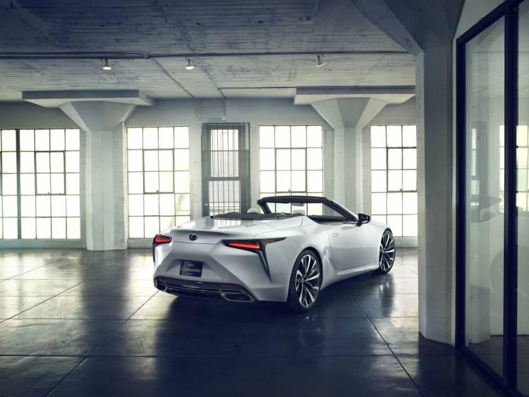 Lexus LC Cabriolet Konzept-Fahrzeug feiert Weltpremiere